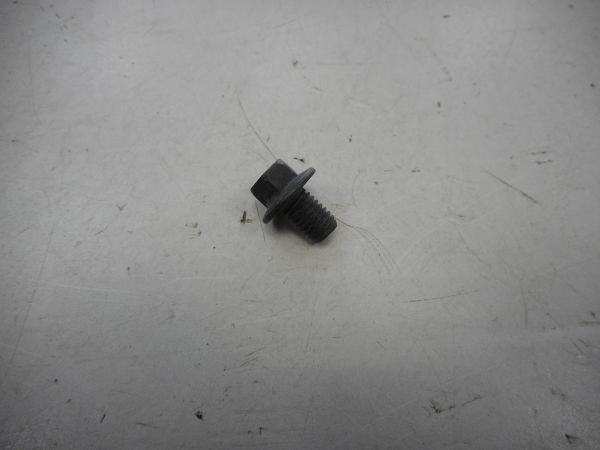 Болт Cummins ISF 2.8 крепления шкива вентилятора